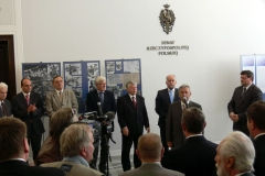 """Otwarcie wystawy """"Katyń pamięć narodu"""" w senacie RP 25. 05. 2011"""